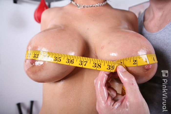 Claire Dames Gets Measured